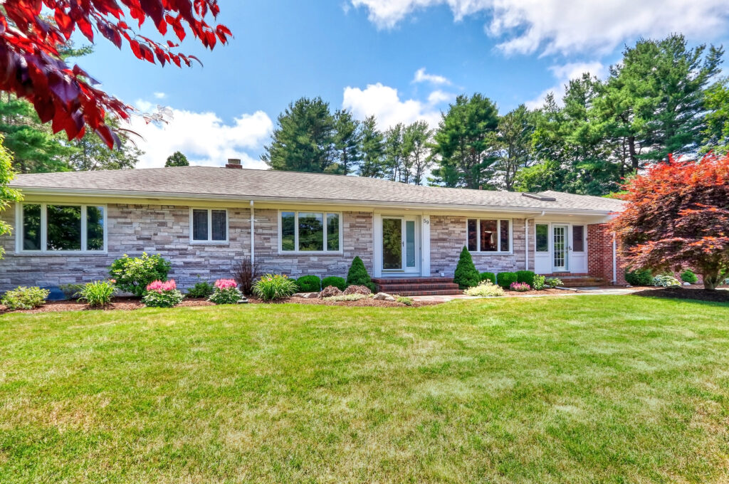 Front Exterior Photograph of 59 Pleasant Valley Road, Westwood MA
