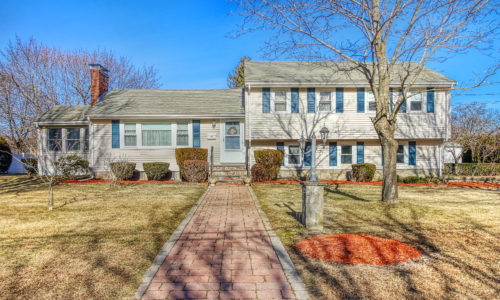 Front Exterior Photograph of 25 Aran Road, Westwood MA